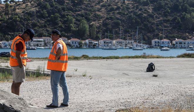 Εμπειρογνωμόνες ερευνούν το χώρο του ελικοδρομίου στον Γαλατά