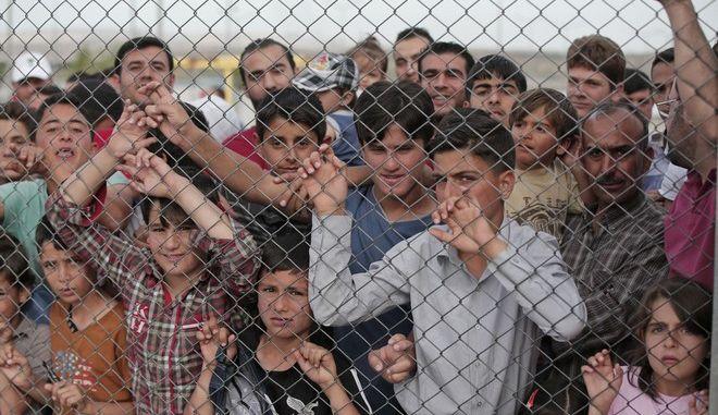 Μετανάστες σε κέντρο κράτησης στην Τουρκία