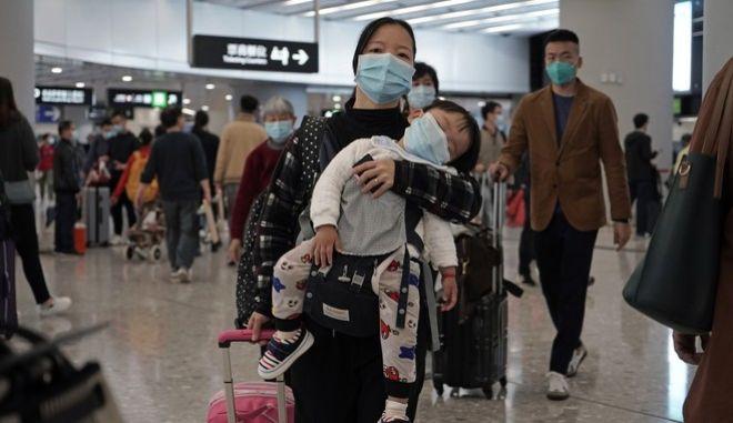 Αεροδρόμιο στην Κίνα - Με μάσκες οι επιβάτες εν μέσω έξαρσης του κοροναϊού