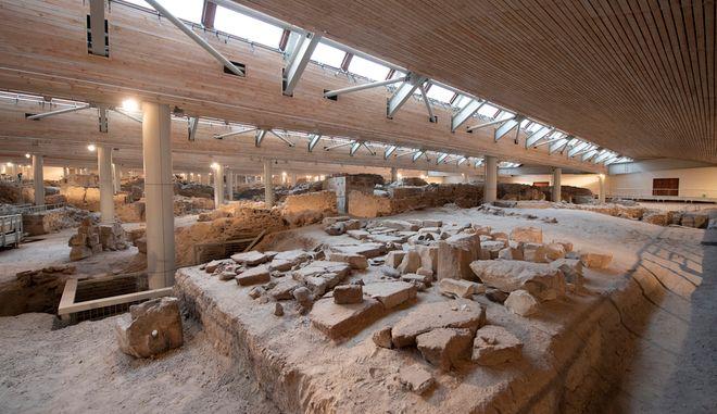Θεαματικά αρχαιολογικά ευρήματα στο Ακρωτήρι της Σαντορίνης