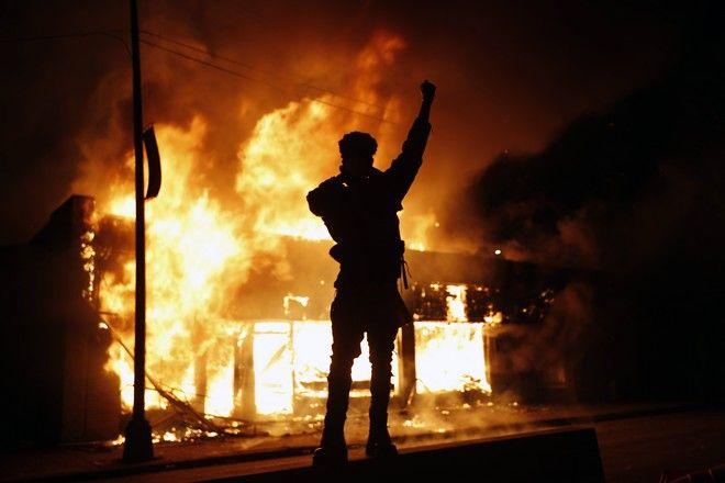 Διαδηλώσεις στη Μινεάπολη για τη δολοφονία του Τζορτζ Φλόιντ