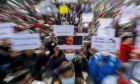 Διαδήλωση κατά του στρατιωτικού πραξικοπήματος στο Μάνταλέι της Μιανμάρ