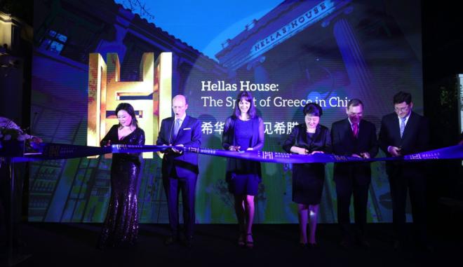 από αριστερά προς δεξιά: Πρόεδρος Hellas Group - Κα Σοφία Κοντομίχαλου, Ιδρυτής και Διευθύνων Σύμβουλος - κος Παύλος Κοντομίχαλος, Υπουργός Τουρισμού – Κα Έλενα Κουντουρά, Deputy Director of Shanghai Tourism Bureau - Mrs Cheng Meihong, Πρέσβης Ελλάδας στην Κίνα κ. Λεωνίδας Ροκανάς, Γενικός Πρόξενος της Ελλάδας στην Σαγκάη κ. Βασίλης Ξηρός