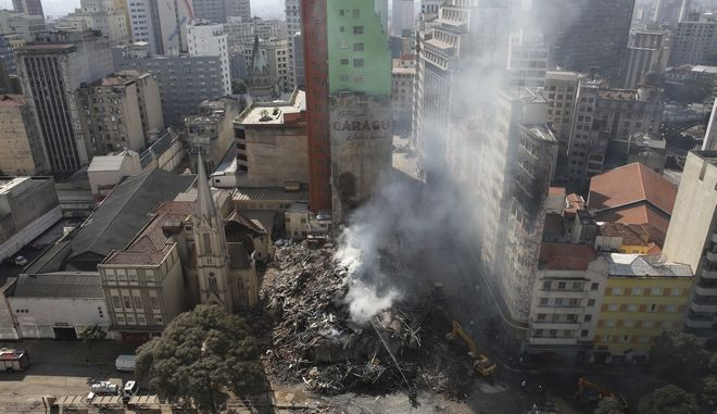 44 αγνοούμενοι μετά την κατάρρευση πολυόροφου κτιρίου