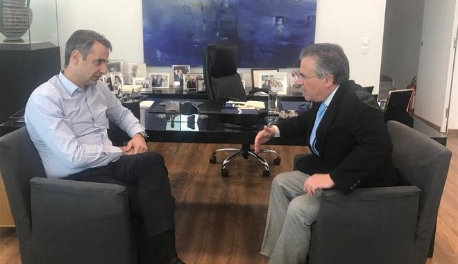 Συνάντηση Μητσοτάκη - Ντινόπουλου: Ο πρώην υπουργός δεν θα πάρει την έδρα της Β' Αθηνών λόγω δημοτικών