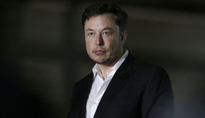 Ο επικεφαλής των εταιρειών Tesla και SpaceX, Έλον Μασκ, απολογήθηκε τελικά στον Βρετανό σπηλαιολόγο Βέρνον Άνσγουορθ μετά από μια διαμάχη που είχαν οι δυο τους στα μέσα κοινωνικής δικτύωσης