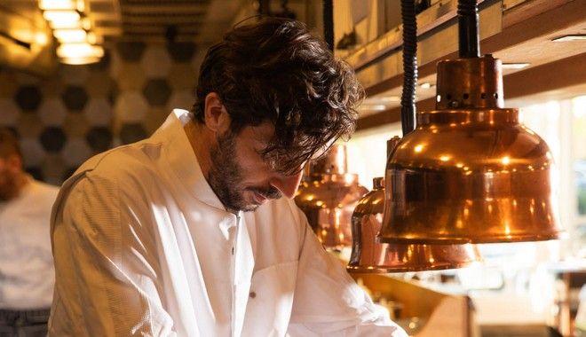 Ο Κλεομένης Ζουρνατζής στην κουζίνα του