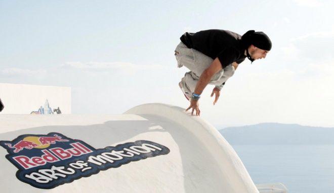 Στιγμιότυπο από τους αγώνες Red Bull Art of Motion στην Σαντορίνη.(EUROKINISSI/ΠΑΝΑΓΙΩΤΗΣ ΣΤΟΛΗΣ)