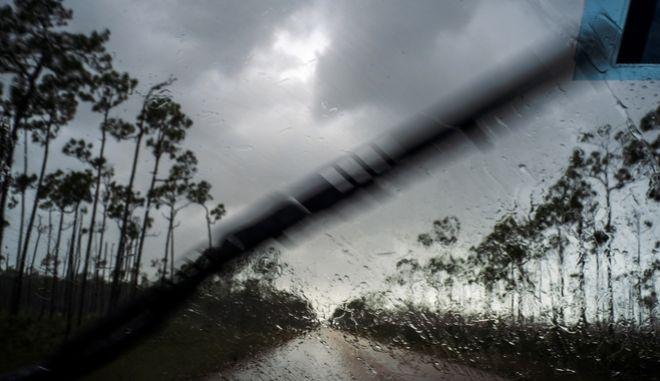 """Ο τυφώνας Ντόριαν """"χτυπά"""" τις ΗΠΑ"""