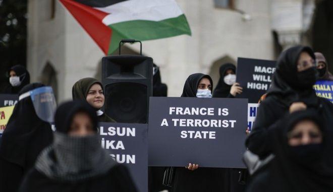 Διαδηλώσεις κατά του περιοδικού στην Τουρκία