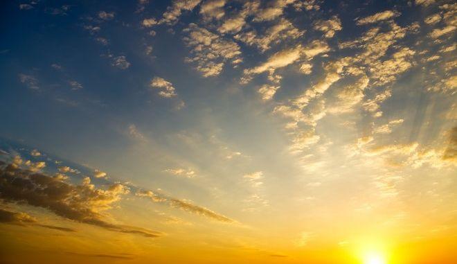 Ζέστη και ηλιοφάνεια το τριήμερο
