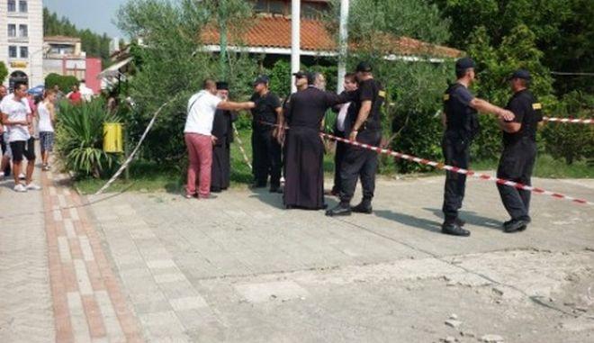 Πρόκληση στη Β. Ήπειρο: Δημοτικοί υπάλληλοι αδειάζουν ναό, ασκώντας βία σε κληρικούς...