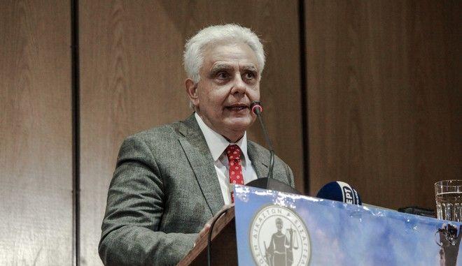 Ο Νικόλαος Σαλάτας σε παλαιότερο συνέδριο