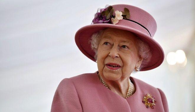 Η πρώτη δημόσια εμφάνιση της Βασίλισσας Ελισάβετ μετά την καραντίνα
