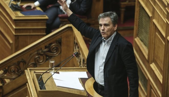 O Ευκλείδης Τσακαλώτος στο βήμα της Βουλής
