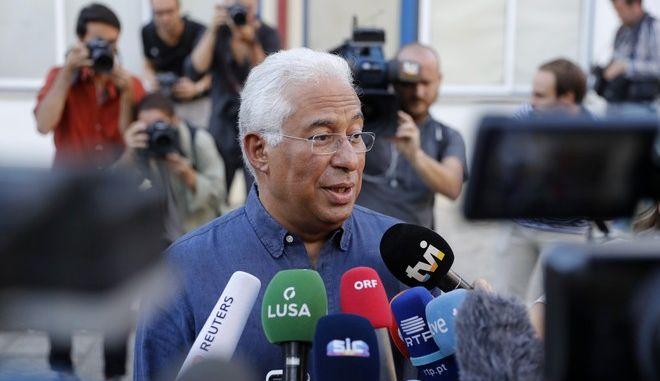 Ο απερχόμενος πρωθυπουργός και αρχηγός των Σοσιαλιστών Αντόνιο Κόστα μετά την άσκηση του εκλογικού του δικαιώματος στη Λισαβόνα