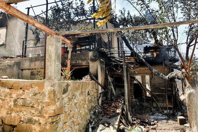 Πυρκαγιά στο Σχίνο Κορινθίας. Καταστροφές στον οικισμό Βαμβακιές, 20 Μαΐου 2021