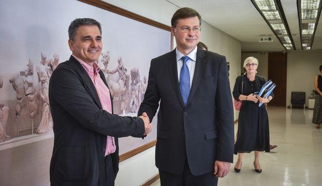 Συνάντηση του υπουργού Οικονομικών Ευκλείδη Τσακαλώτου με τον αντιπρόεδρο της Ευρωπαϊκής Επιτροπής, Βάλντις Ντομπρόβσκις