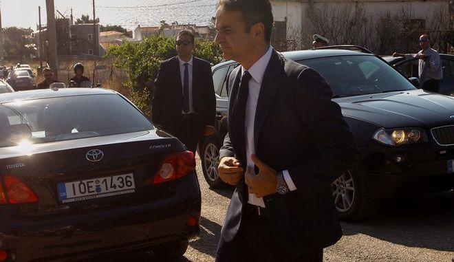 Ο πρωθυπουργός Κυριάκος Μητσοτάκης στο ετήσιο μνημόσυνο για τα θύματα της πυρκαγιάς στο Μάτι