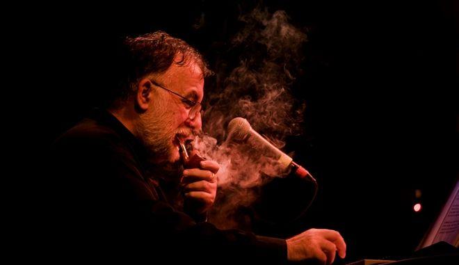 Συναυλία - αφιέρωμα στον Θάνο Μικρούτσικο στο Ηρώδειο: Τους προβολείς στήσε!