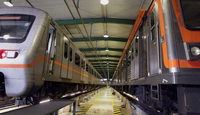 Ακινητοποιημένοι οι συρμοί του μετρό στο αμαξοστάσιο του μετρό στα Σεπόλια λόγω της 24ωρης απεργίας που έχουν προκηρύξει οι εργαζόμενοι στο μετρό, οι οποίοι διαμαρτύρονται για την ένταξή τους στο ενιαίο μισθολόγιο, Αθήνα, Πέμπτη 17 Ιανουαρίου 2013. ΑΠΕ-ΜΠΕ/ΑΠΕ-ΜΠΕ/ΣΥΜΕΛΑ ΠΑΝΤΖΑΡΤΖΗ
