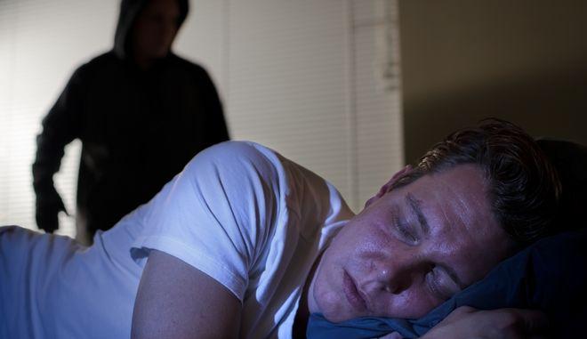 Τι να (μην) κάνεις αν έρθεις αντιμέτωπος με έναν ληστή στο σπίτι