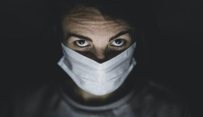 Η νεότητα δεν είναι αντίσωμα της πανδημίας - Μαρτυρίες ασθενών που νόσησαν από τον κορονοϊό στην Ελλάδα