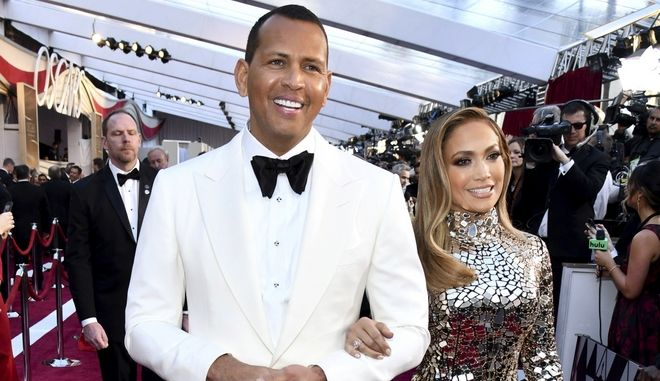 Ο Alex Rodriguez και η Jennifer Lopez κατά την άφιξή τους στα Oscar