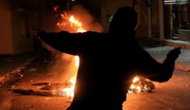 Επίθεση με μολότοφ σε σύνδεσμο του Ολυμπιακού στον Πειραιά