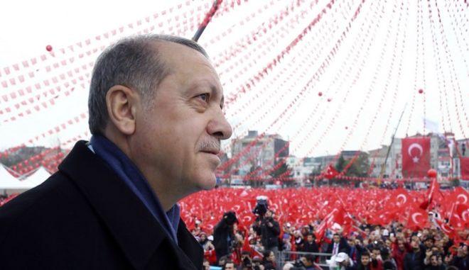 Χαν: Απομακρύνεται η ένταξη της Τουρκίας στην ΕΕ
