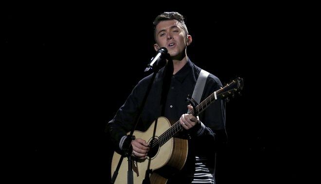 O Ryan O'Shaughnessy εκπρόσωπος της Ιρλανδίας στη Eurovision από τη Λισαβόνα της Πορτογαλίας