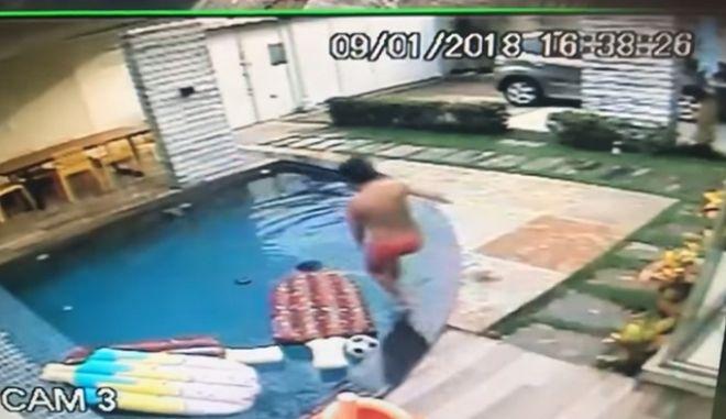 Συγκλονιστικό: 7χρονος σώζει ένα μωρό σε πισίνα