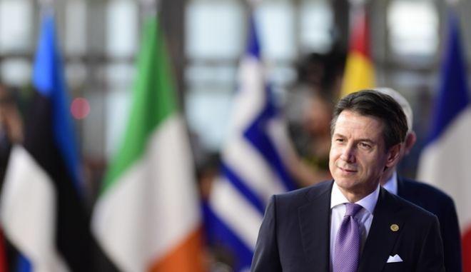 O Ιταλός πρωθυπουργός Τζουζέπε Κόντε κατά τη δεύτερη ημέρα εργασιών της Συνόδου Κορυφής των ηγετών της Ευρωπαϊκής Ένωσης, την Πέμπτη 18 Οκτωβρίου 2018.