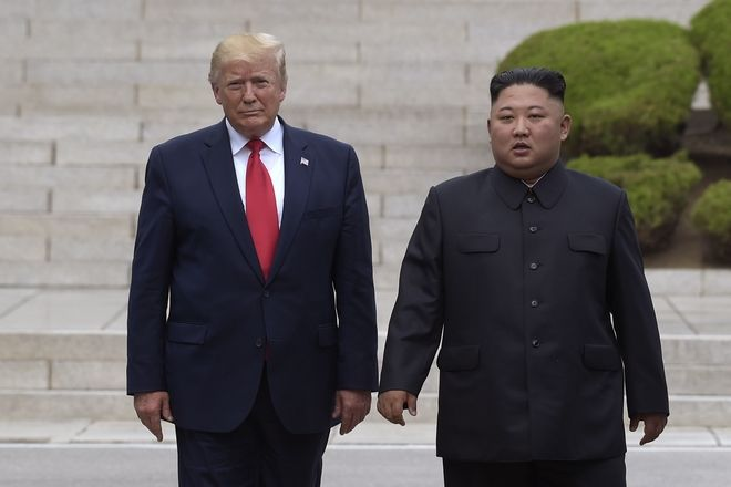 Ο Ντόναλντ Τραμπ και ο Κιμ Γιονγκ Ουν στη Βόρεια Κορέα