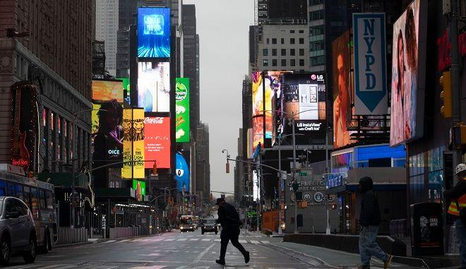 Άδειοι οι δρόμοι της Νέας Υόρκης που αποτελεί το επίκεντρο της επιδημίας στις ΗΠΑ