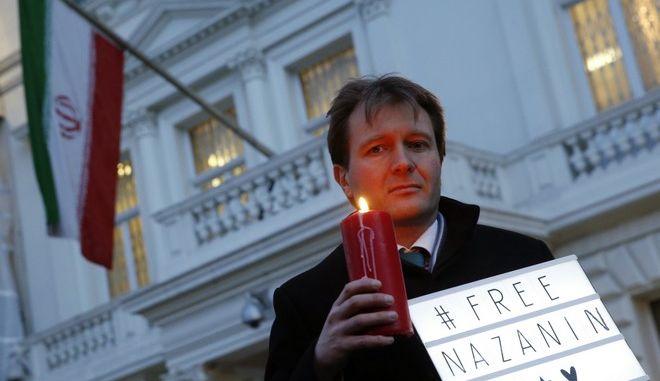Διαμαρτυρία για τη Βρετανοϊρανή εργαζόμενη σε ανθρωπιστική οργάνωση Ναζανίν Ζαγαρί-Ράτκλιφ