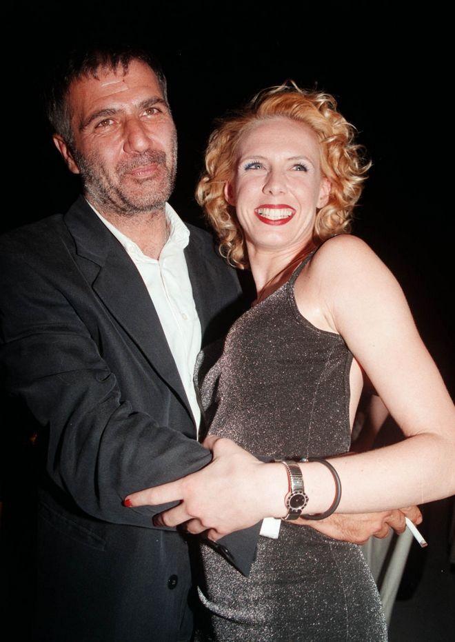 Ο Νίκος Σεργιανόπουλος και η Εβελίνα Παπούλια, σε πάρτι για το τέλος των γυρισμάτων της σειράς