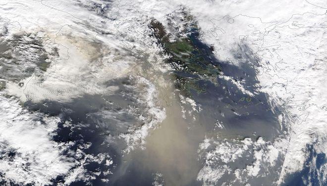 Παραξενιές του καιρού: Χειμώνας στη μισή χώρα, σκόνη και ζέστη στην υπόλοιπη