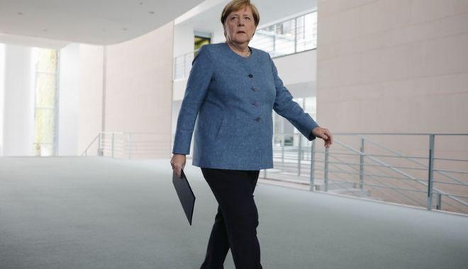 Η Γερμανίδα καγκελάριος προσέρχεται να κάνει δηλώσεις για την υπόθεση Ναβάλνι