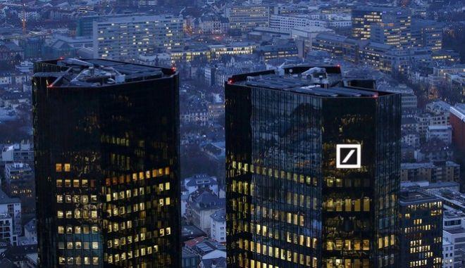 Η 'τοξική' απειλή που κρύβεται πίσω από την Deutsche Bank