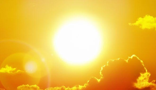 Κορονοϊός: Ηλιος, ζέστη και υγρασία τον αποδυναμώνουν
