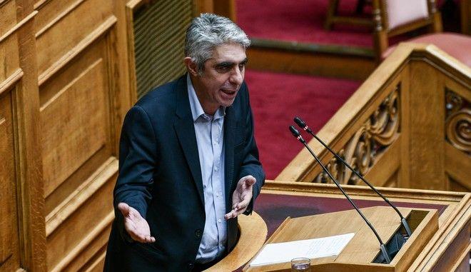 Ο Γιώργος Τσίπρας στο βήμα της Βουλής