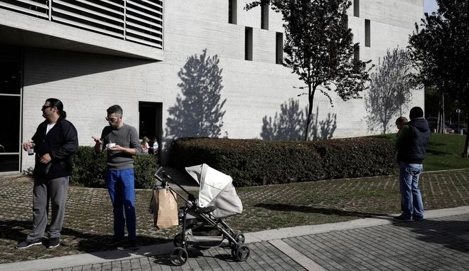 5th Panhellenic Public Breastfeeding in the courtyard area o Thessaloniki City Hall, Greece on November 6, 2016. / 5         , 6  2016.