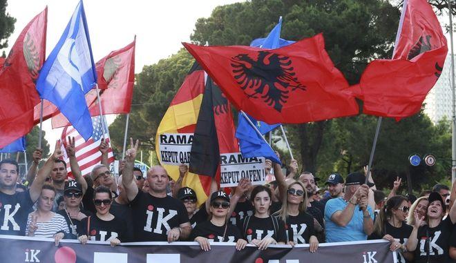 Αντικυβερνητικοί διαδηλωτές στα Τίρανα