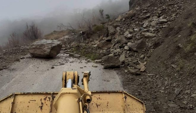 Κακοκαιρία: Κατολισθήσεις στην Ήπειρο από τις ραγδαίες βροχές