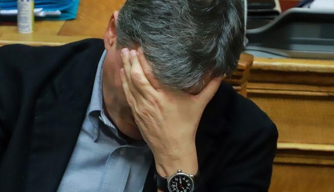 Ο υπουργός Οικονομικών λίγο πριν ψηφιστεί ο προϋπολογισμός