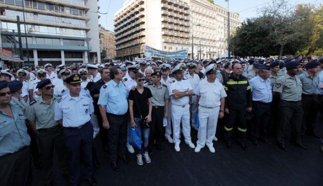 ΑΘΗΝΑ - Συγκέντρωση φορέων των εν ενεργεία και εν αποστρατεία στελεχών των Ενόπλων Δυνάμεων, στην πλατεία Κολοκοτρώνη.(EUROKINISSI-ΓΕΩΡΓΙΑ ΠΑΝΑΓΟΠΟΥΛΟΥ)