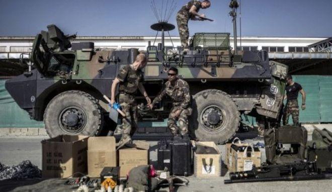 Τα γαλλικά στρατεύματα εγκαταλείπουν την Καπίσα