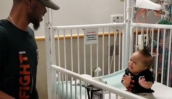 Το καλύτερο φάρμακο: Μπαμπάς χορεύει για τον ενός έτους γιο του και το τέλος του πρώτου κύκλου χημειοθεραπείας του