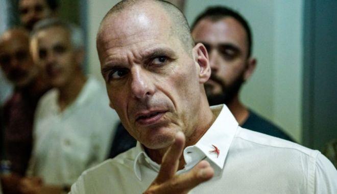 """Βαρουφάκης: """"Ο λαός τιμωρεί τα μνημόνια"""" - Ποιους εκλέγει το ΜεΡΑ25"""